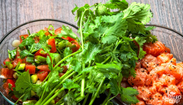 Lomi Lomi Salmon preparation