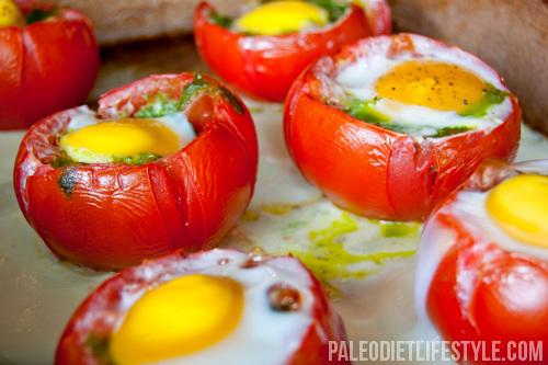 Oermens Dieet Recept: Ei en Pesto Gevulde Tomaten