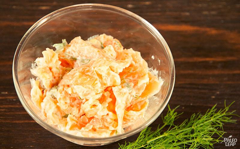 Smoked salmon salad preparation
