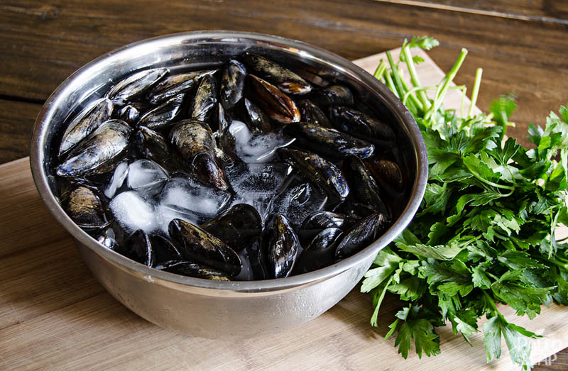 Ingredients for the mussels