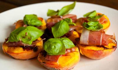 Grilled Peaches /w Prosciutto