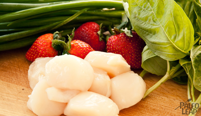 Scallop tartare with strawberries preparation